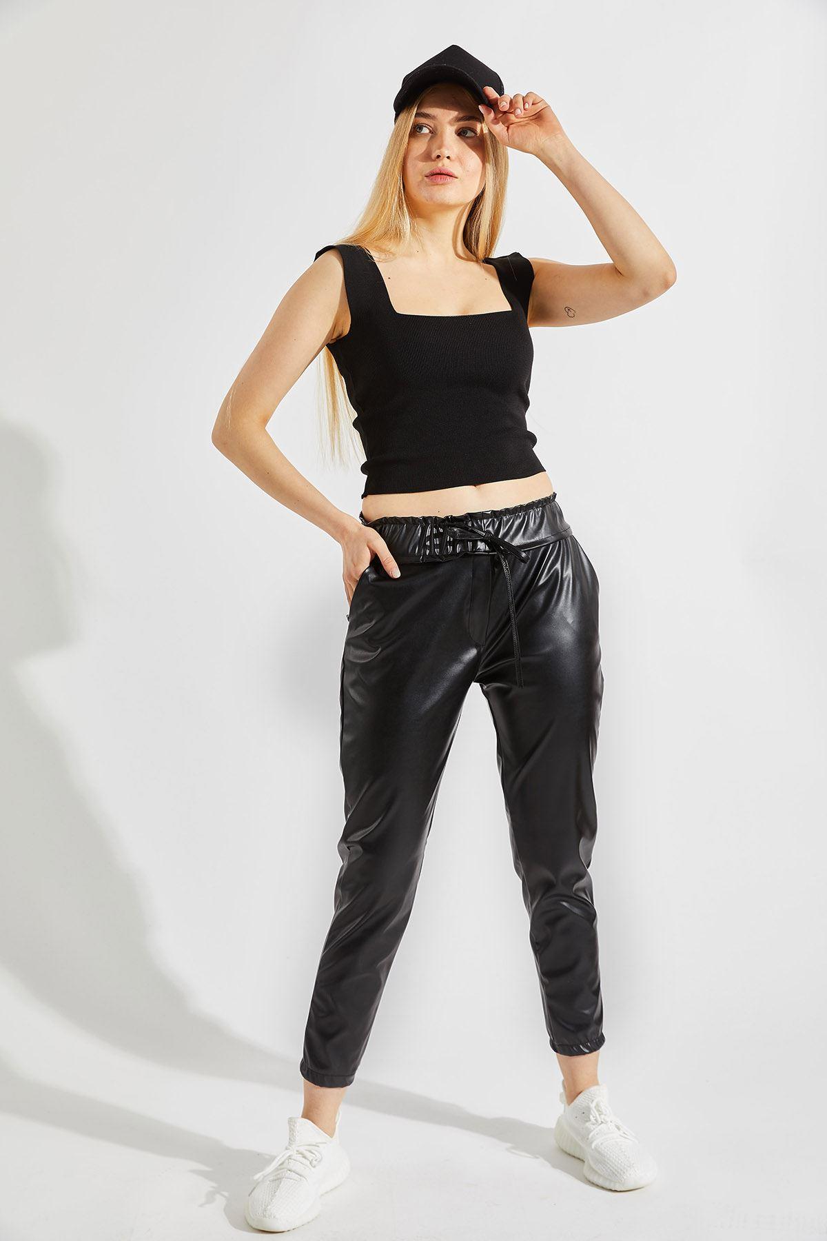 Kadın Bel ve Paça Lastikli Siyah Deri Pantolon