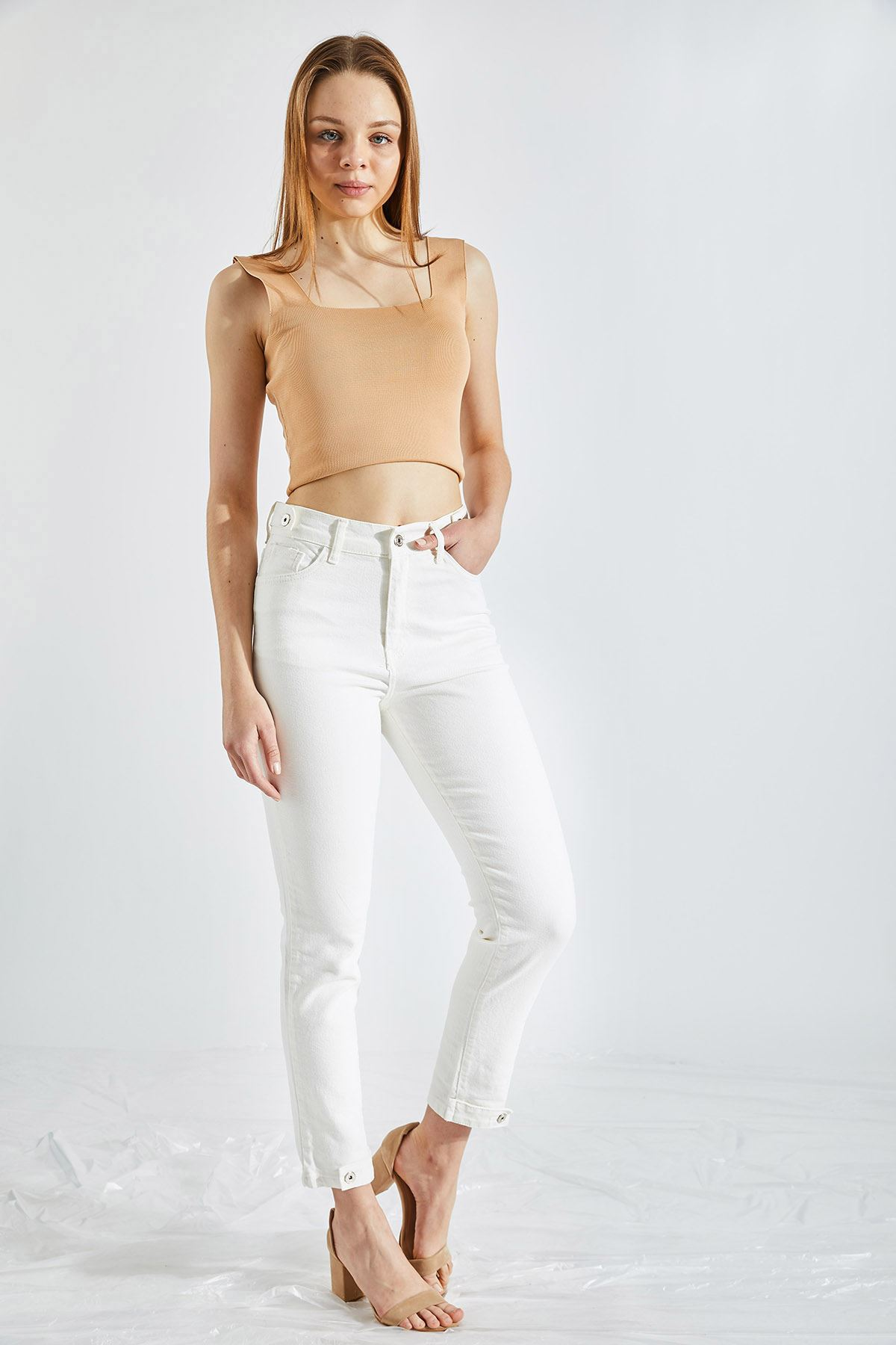 Kadın Likralı Paça Düğmeli Beyaz Kot Pantolon