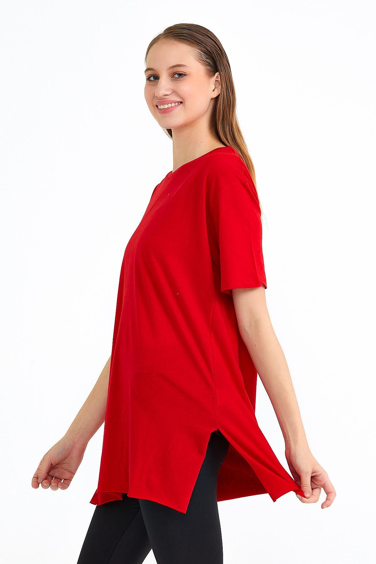 Kadın Bisiklet Yaka Yan Yırtmaçlı Kırmızı T-shırt
